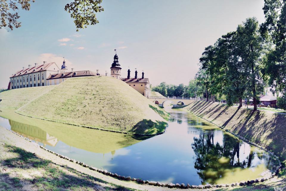 В лучах солнца. Несвижский замок, Несвиж, Беларусь