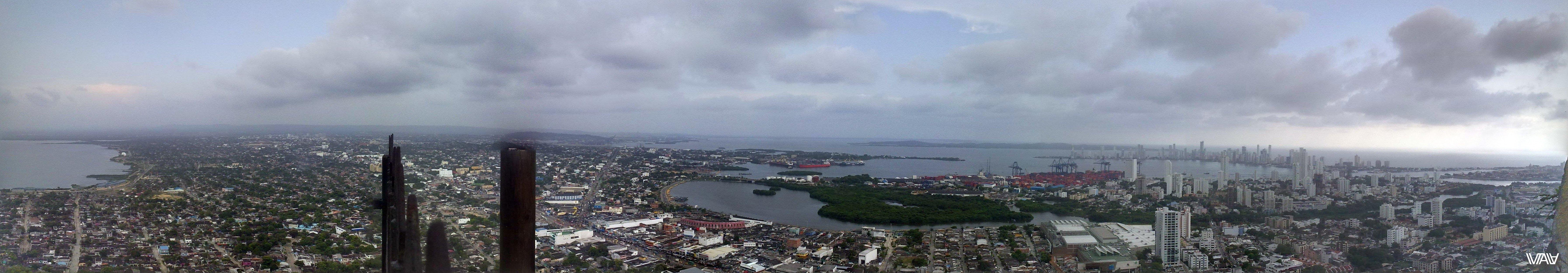 Весь город вместе с заливом и портом как на ладони. Отличные виды с Монастыря Папы, Картахена, Колумбия