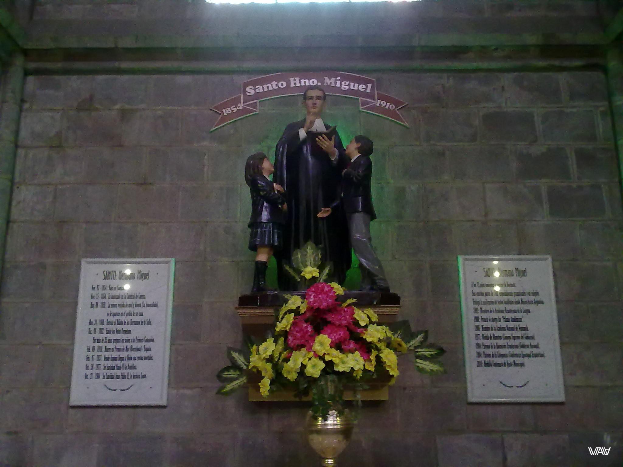 Хмм, Святой Мигель... Испорченная я вижу совсем не то, что хотели показать в Базилика дель Вото Насьеналь, Кито, Эквадор