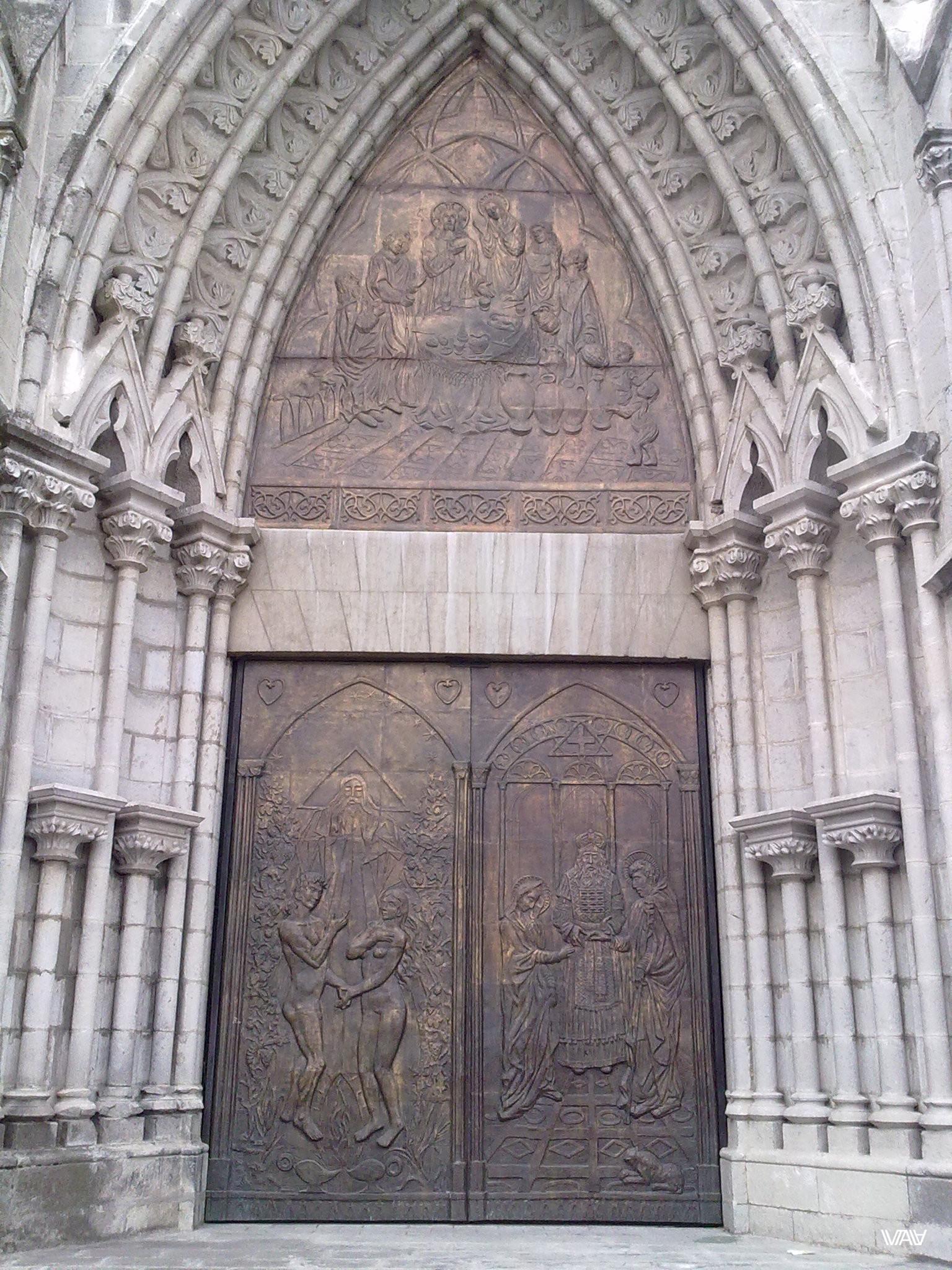 Дверное искусство нужно выделить в отдельный вид многоборья! Базилика дель Вото Насьеналь, Кито, Эквадор