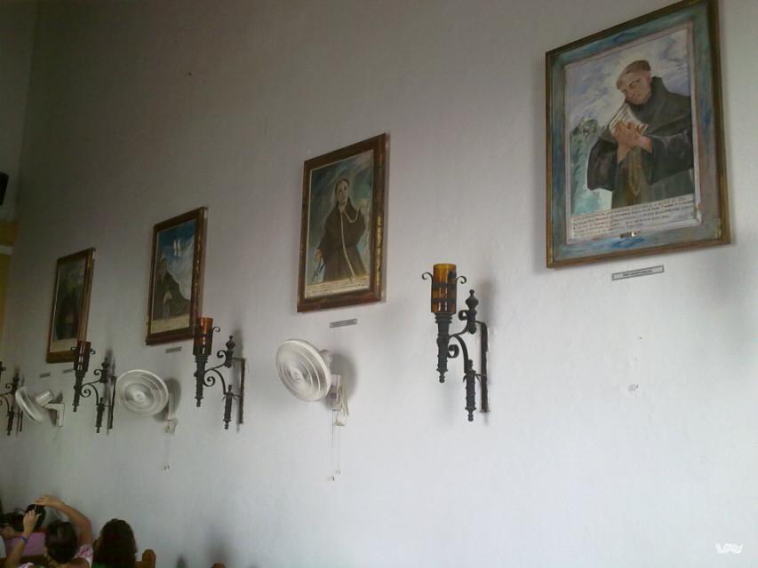 Папа, как впрочем и вентиляторы, жизненно необходимы в этой стране. Монастырь Папы, Картахена, Колумбия