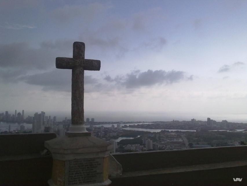 Главный крест главного святого места Картахены. Монастырь Папы, Картахена, Колумбия