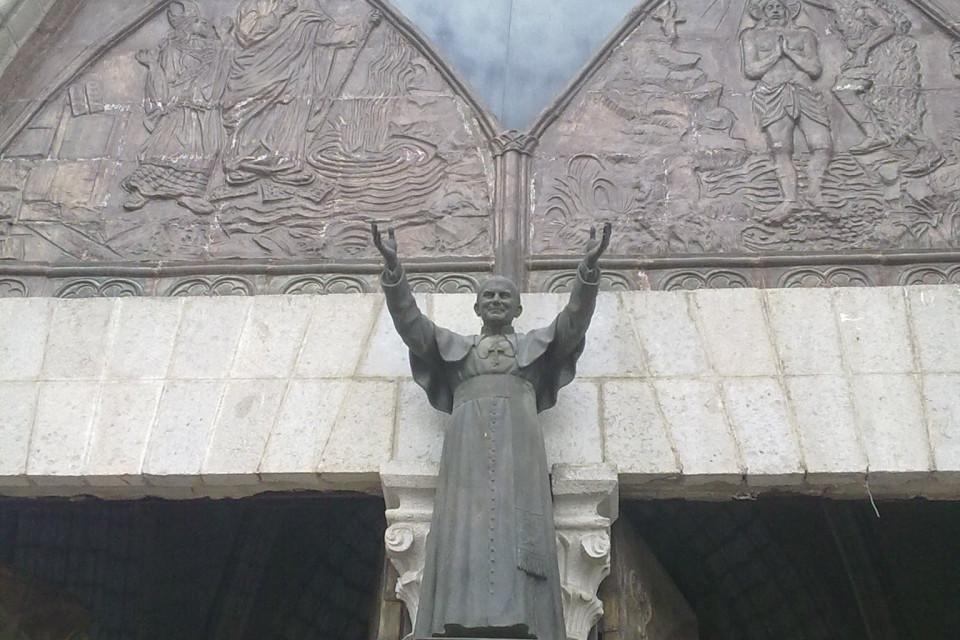 Перед таким приглашением даже я не устою. Хотя кого я обманываю. Мне и приглашение не надо :) Базилика дель Вото Насьеналь, Кито, Эквадор