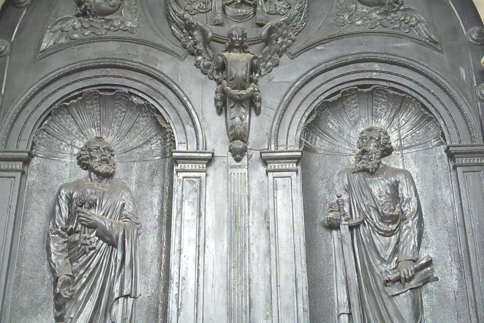 Обожаю двери! Нигде не встречала столько великолепно захватывающих дверей как в Южной Америке. Кито, Эквадор