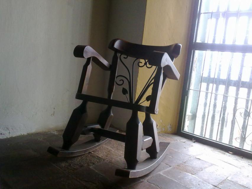 Его стул... Монастырь Папы, Картахена, Колумбия