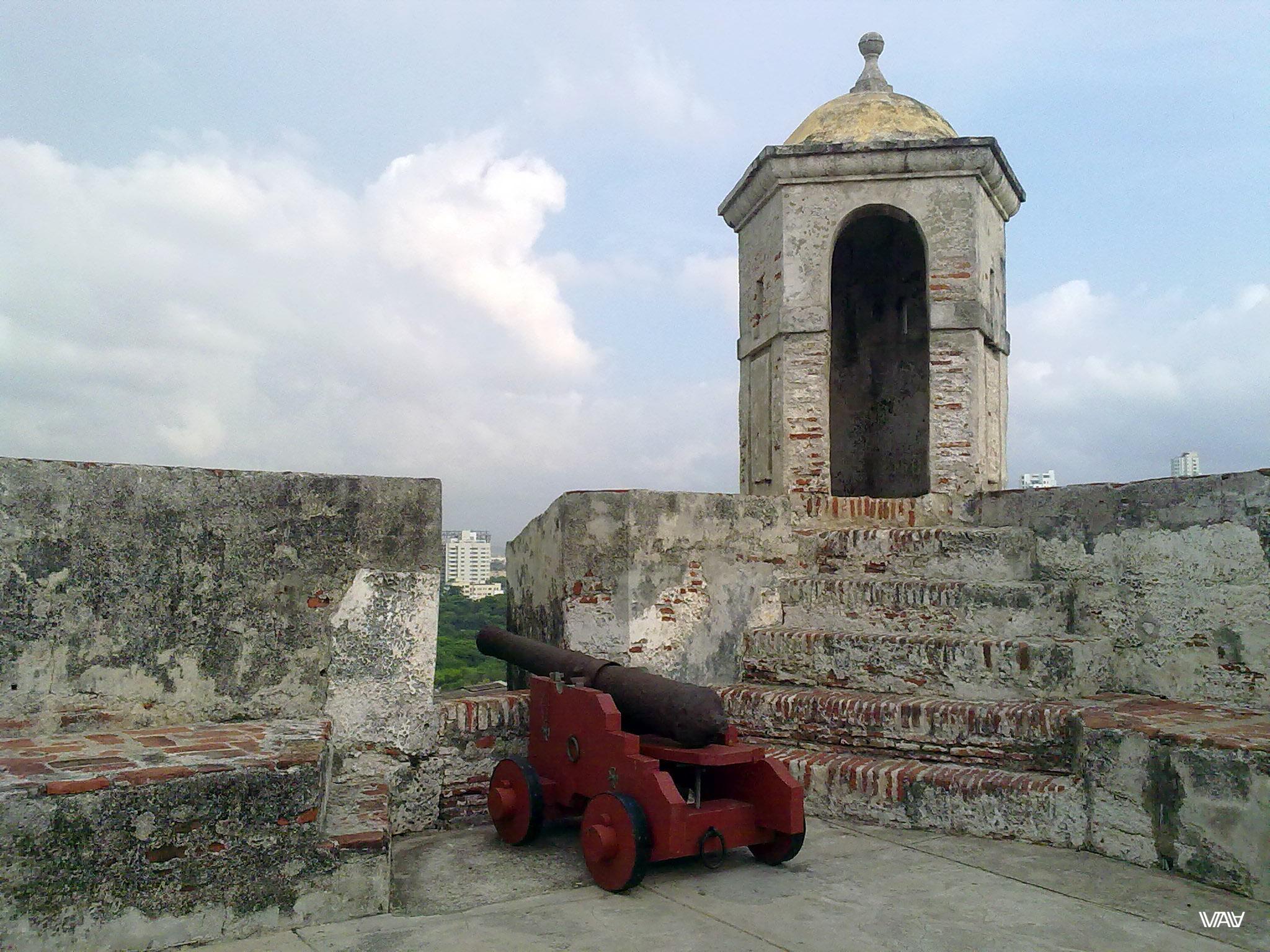 Жизнь сильно изменилась с последнего выстрела этой пушки. Сан-Фелипе-де-Барахас, Картахена, Колумбия